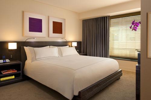 Guestroom - Conrad New York