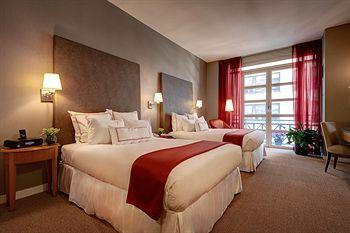 - Hotel Giraffe