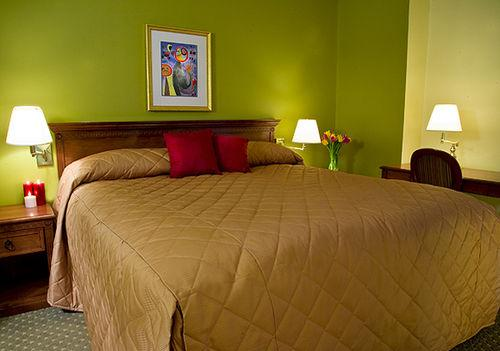 Guestroom - Broadway Plaza Hotel