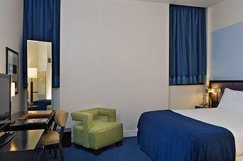 - Dylan Hotel