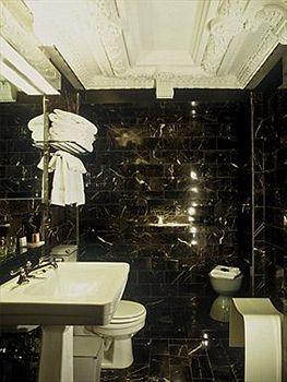 - City Club Hotel