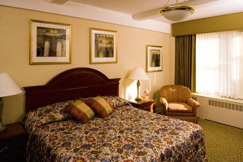 Guestroom - Bedford Hotel