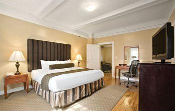 - Best Western Plus Hospitality House