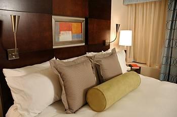- Hotel Mela
