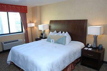 - Hilton Garden Inn New York/Chelsea