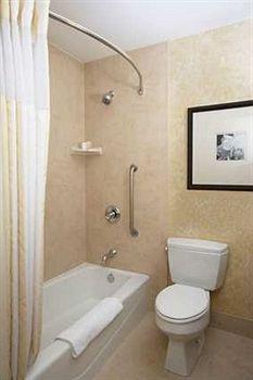 - Hilton Garden Inn New York/West 35th Street