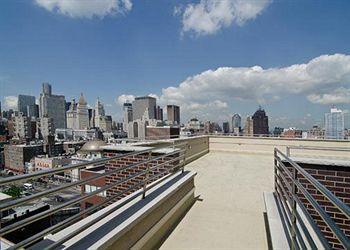 - Comfort Inn Manhattan Bridge