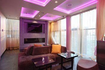 - Four Points by Sheraton Midtown-Times Square