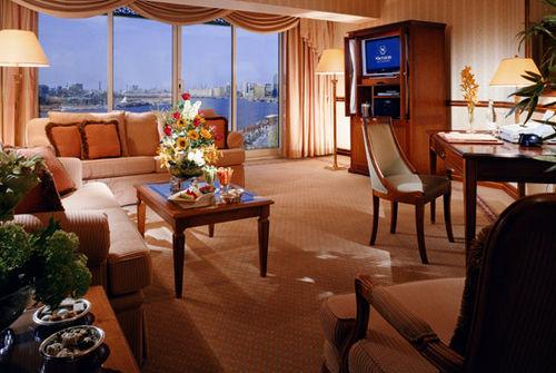 Guestroom - Sheraton Dubai Creek Hotel & Towers
