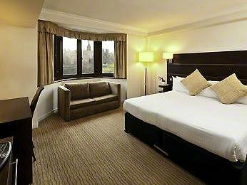 - Mercure Edinburgh City - Princes Street Hotel