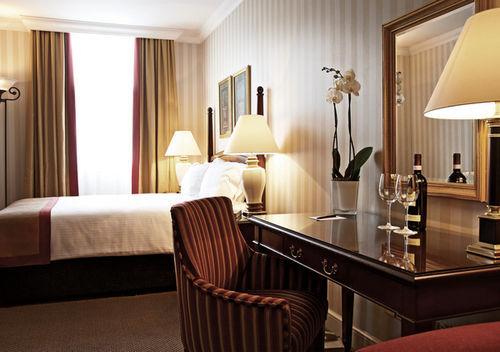 Guestroom - Millennium Bailey's Hotel London Kensington
