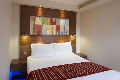 Guestroom - The Regency Hotel