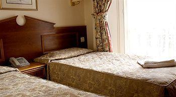 - Pembridge Palace Hotel