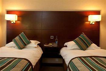 - Danubius Hotel Regents Park