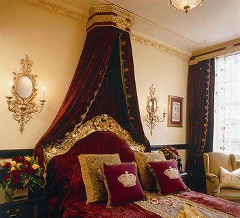 - The Rubens At The Palace