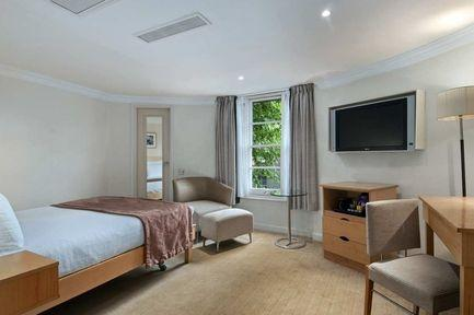 Guestroom - Hilton London Green Park Hotel