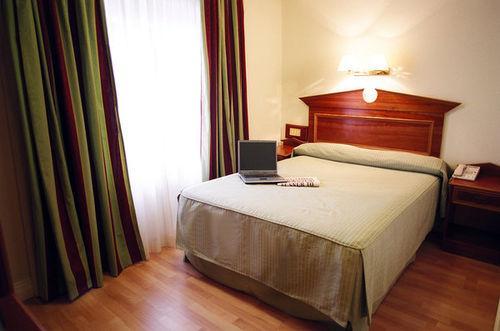 Guestroom - Royal Eagle Hotel