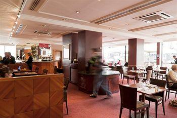 - London Hyde Park Hotel