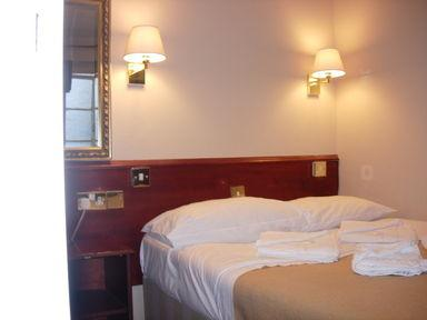 Guestroom - Hyde Park Court Hotel
