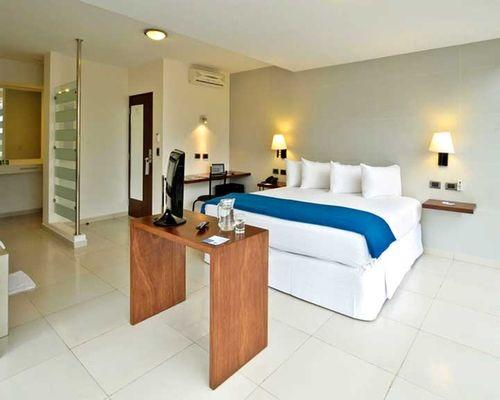 Guestroom - FOUR SEASONS HOTEL