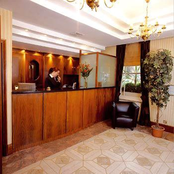 Lobby - BEST WESTERN DELMERE HOTEL