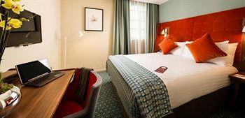 - Mercure London Bridge Hotel